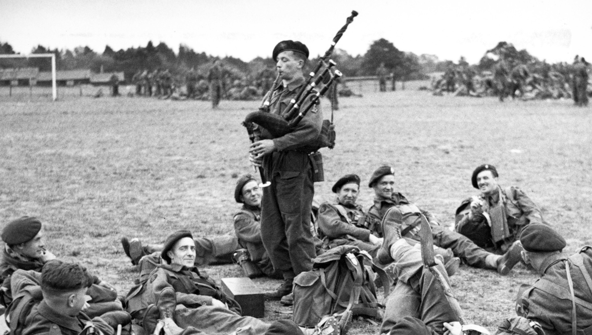 Bill Millin playing the pipes for his fellow troops in 1944.